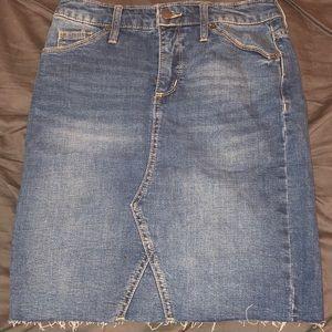 Denim skirt, never worn!
